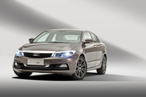 Qoros-3-Sedan-front-qtr-wheels-turned-lights-on_gallery_preview