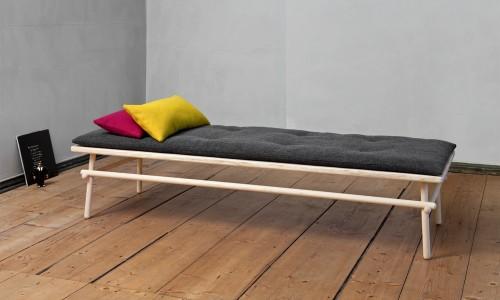 1.m_bel_interieur_wohnaccessories_day_bed_furniture_holzdesign_schlafliege_liege_tagesbett_pause_andreas_mikutta_design_made_in_germany_s_chsisches_heimatwerk_img_1893