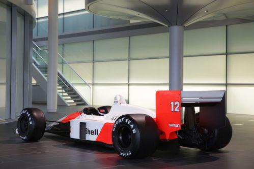 McLaren-MP4-4-fotoshowImage-b92aa09e-754551
