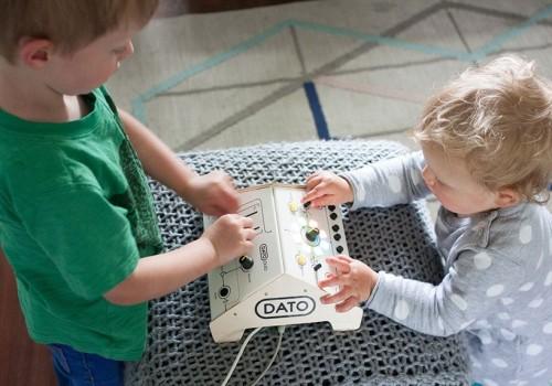 dato-DUO-synthesizer-designboom-03-818x573
