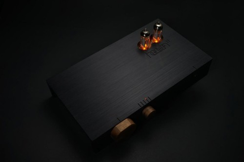 heaven-11-audio-billie-amplifier-designboom-08-818x546